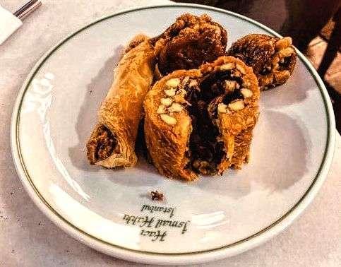 Baklava. Tipico dolce che si puo' trovare in tutti i bar, pasticcerie e ristoranti tipici della città.