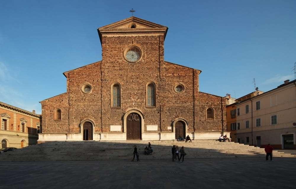 facciata del duomo di Faenza