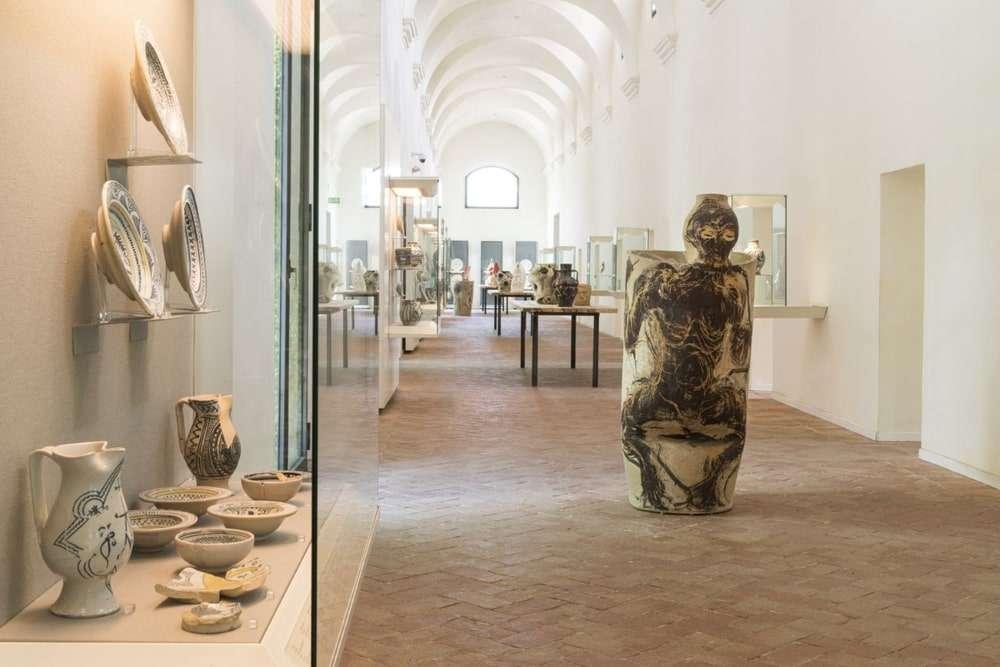 interno del museo delle ceramiche