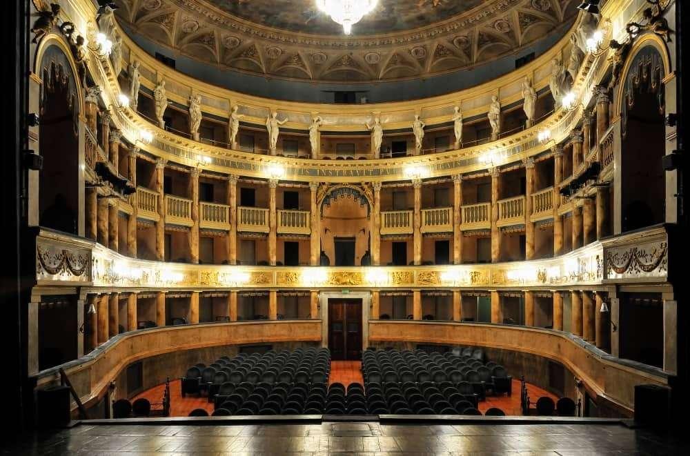 interno del teatro Masini
