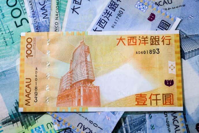 pagare in valuta locale