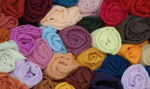 magliette piegate a rotolo- come preparare uno zaino