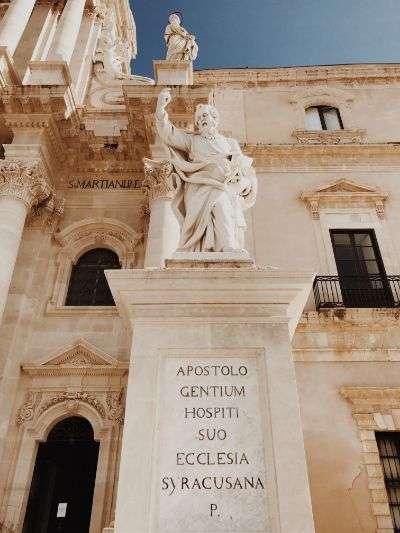 Duomo di Siracusa, Ortigia, Statua
