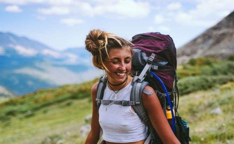 ragazza con backpack