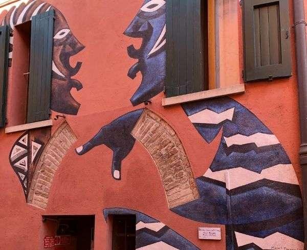 cosa vedere a dozza murales facce africane