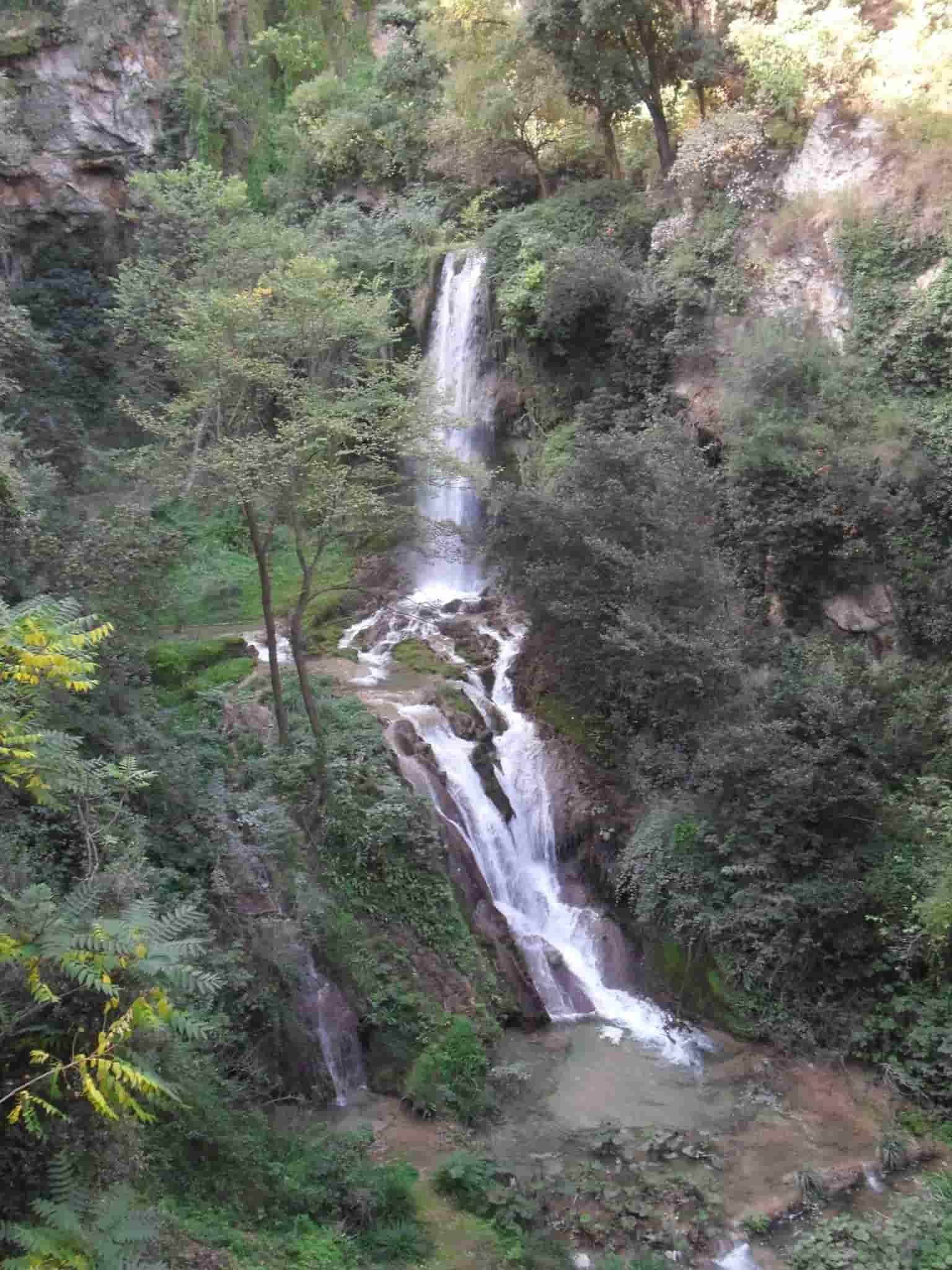 Cascata con doppio salto del Fiume Aniene a Villa Gregoriana - Cosa Vedere a Tivoli