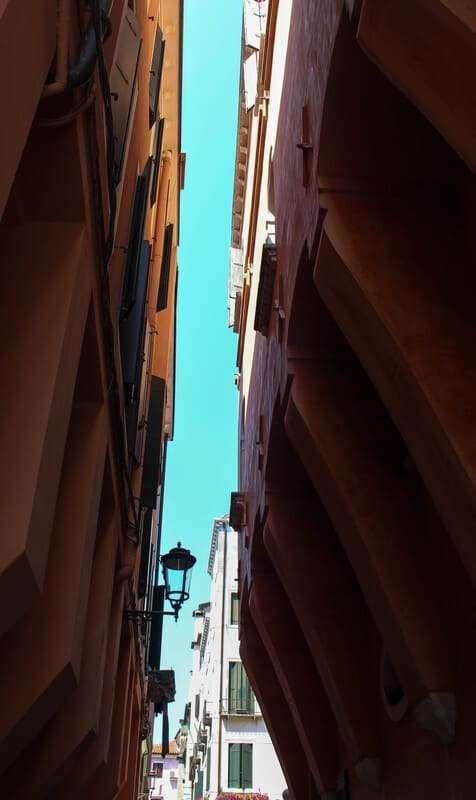 Cosa fare e cosa vedere a Chioggia: in foto la calle in cui si trova l'accesso alla protezione civile posta in palazzo Morari