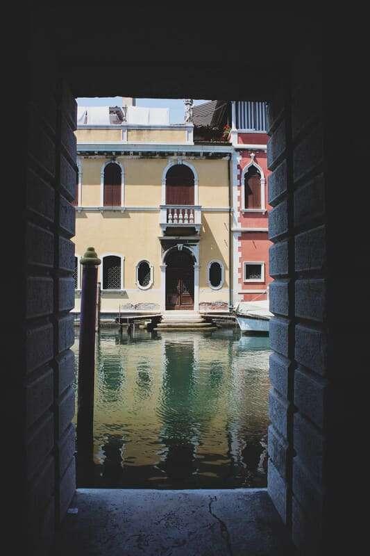 Cosa fare e cosa vedere a Chioggia: vista di fronte a palazzo grassi