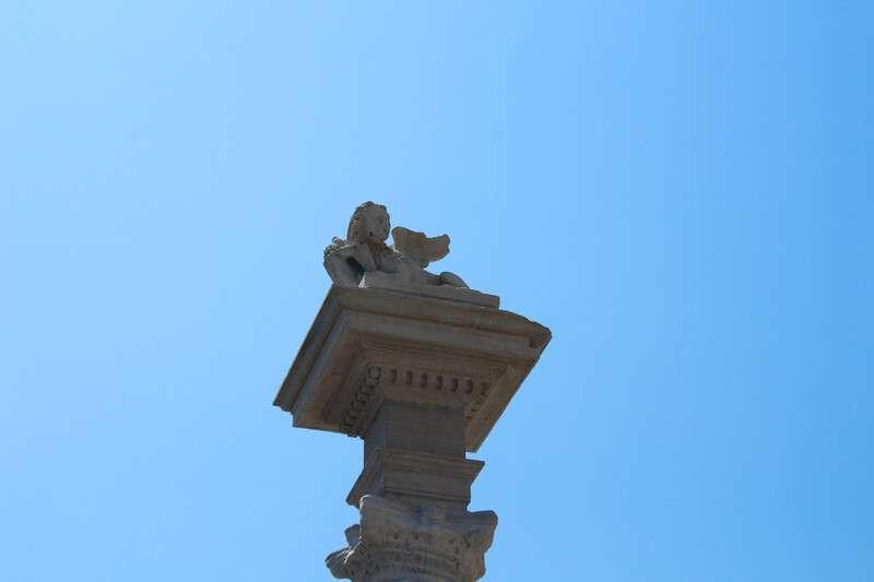 Cosa fare e cosa vedere a Chioggia: in foto il capitello della colonna Vigo, ritraente il leone alato