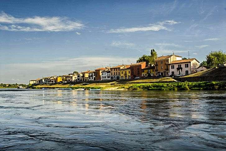 Borgo (del) Ticino è un caratteristico sobborgo della città di Pavia
