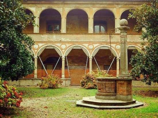 Chiostro dell'ex monastero San Felice, oggi palazzo San Felice e sede dell'Università