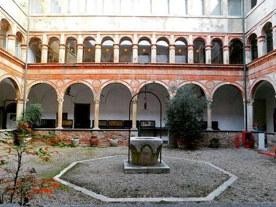 Chiostro interno del monastero di San Maiolo