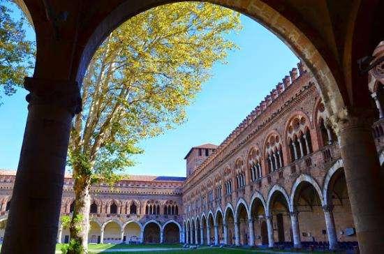 I musei civici si trovano all'interno del castello visconteo