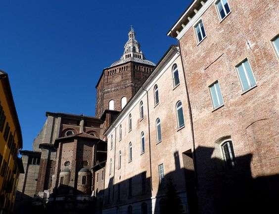 Veduta di piazza Cavagneria, una delle più antiche piazze della città